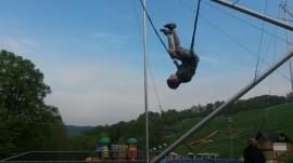 salta na trampolíně