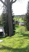 pohled od chaty do údolí