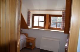 ap 3 okna v samostatném pokoji