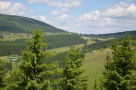 pohled na Pomezní boudy z Kraví hory