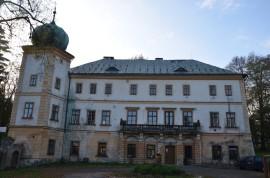 Adršpašský Zámek, nově otevřen, expozice horolezectví a výstava PLAY